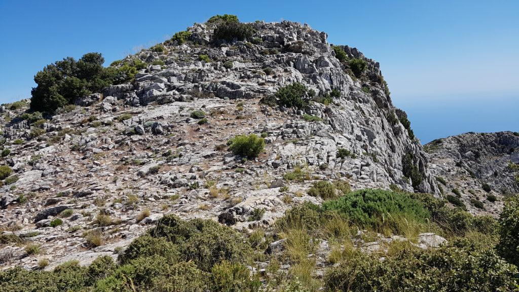 Circular Tajos del Sol y Navachica. Rodeando cresta de rocas erizadas