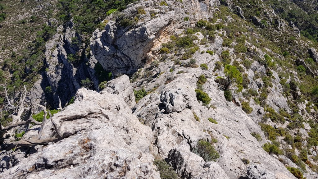 Vista del filo rocoso a descender