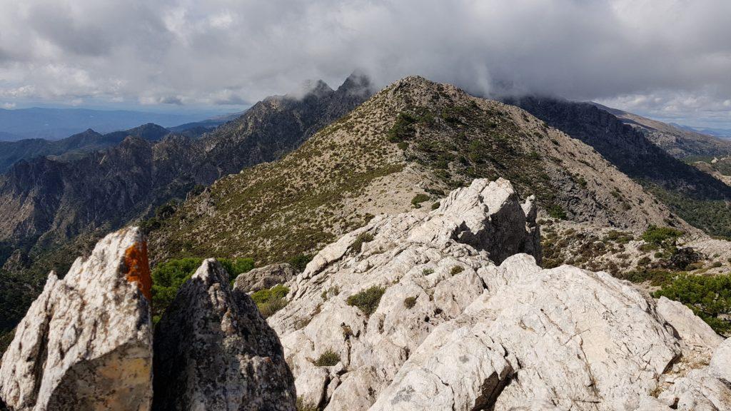 Cumbre Este y Vista al Cerro de los Machos