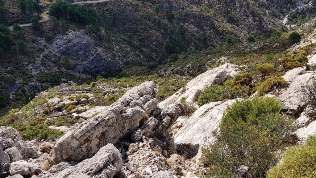 Trepada a Cumbre Este. Vista hacia abajo. Desprendimientos de rocas