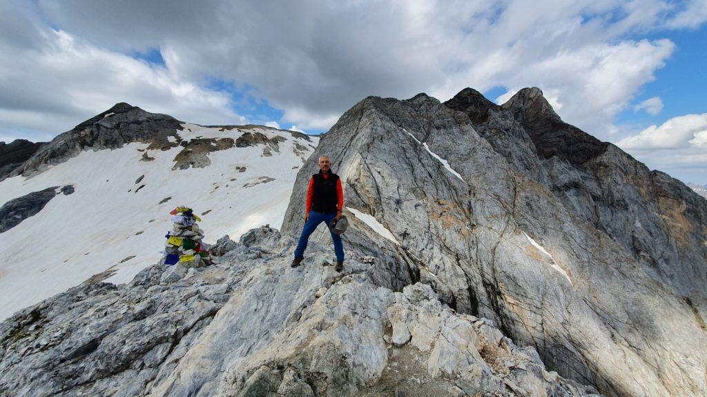 Cima del Petit Vignemale con el pico Vignemale detrás