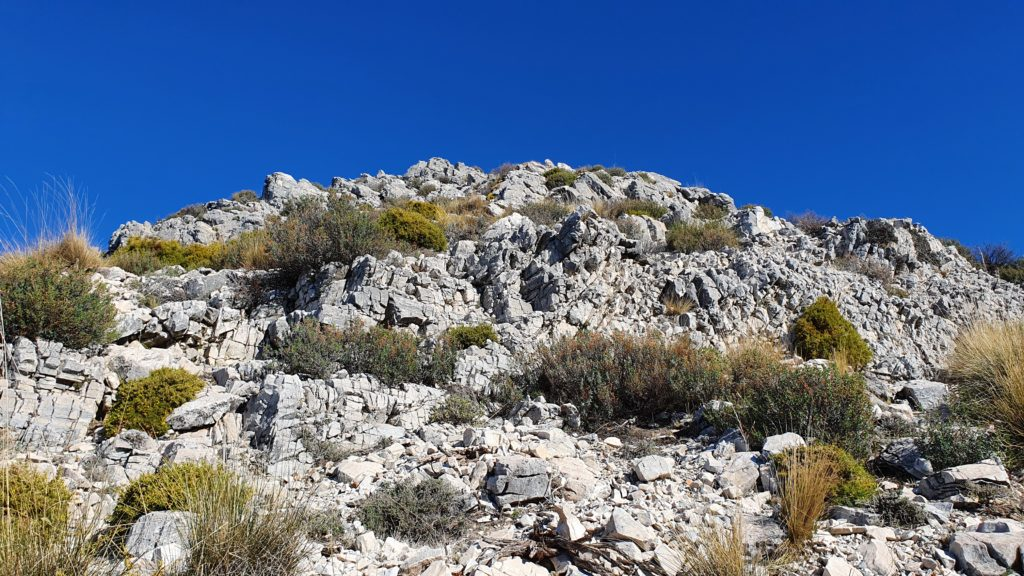 Zona de rocas que da acceso a la cumbre
