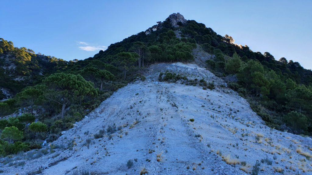 Cortafuegos apuntando a la base del Cerro de la Atalaya
