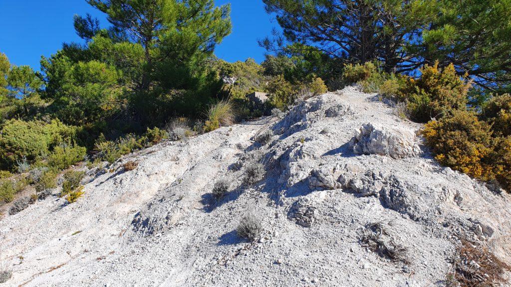 Cruce. Sendero al Cerro de la Atalaya