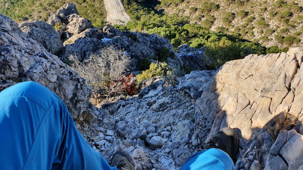 Iniciando el descenso de la Cima del Cerro de la Atalaya