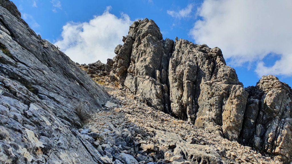Canal de rocas sueltas