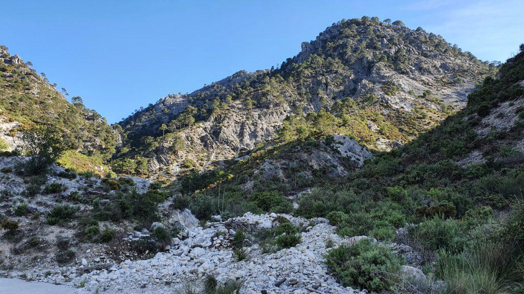 Barranco de las Cuevas. Cerro de los Machos detrás